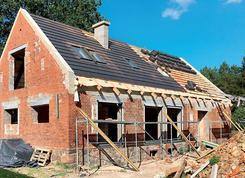 Montaż dachówki na starym dachu. Zobacz, jak remontują uczestnicy konkursu Remont Roku 2017